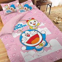 【享夢城堡】哆啦A夢 天空漫遊系列-精梳棉雙人床包薄被套組(粉)