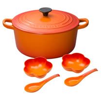 LE CREUSET 鑄鐵圓鍋 20cm (火焰橘) + 花型盤 附中式湯匙 2入 (小) (火焰橘)