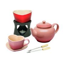 LE CREUSET 瓷器愛心巧克力鍋+瓷器中式茶壺+瓷器愛心馬克杯墊組