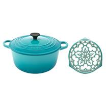LE CREUSET 琺瑯鑄鐵圓鍋 22cm (加勒比海藍) + 琺瑯鑄鐵鍋架 (薄荷綠)