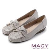 MAGY 柔軟莫卡辛 氣質真皮手縫舒適平底鞋-灰色