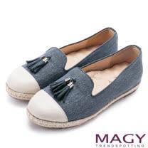 MAGY 樂活時尚 牛皮與布料拼接流蘇麻編平底便鞋-藍色