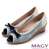 MAGY 甜心女孩 皮革蝴蝶結魚口楔型鞋-藍色