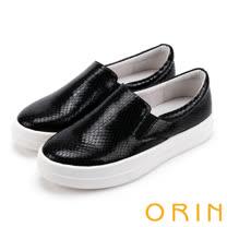 ORIN 引出度假氣氛 超纖蛇紋平底便鞋-黑色