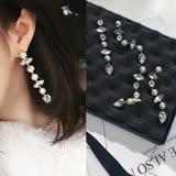 【PS Mall】韓版閃耀珍珠水鑽不規則長款不對稱耳釘耳環 (G2388)
