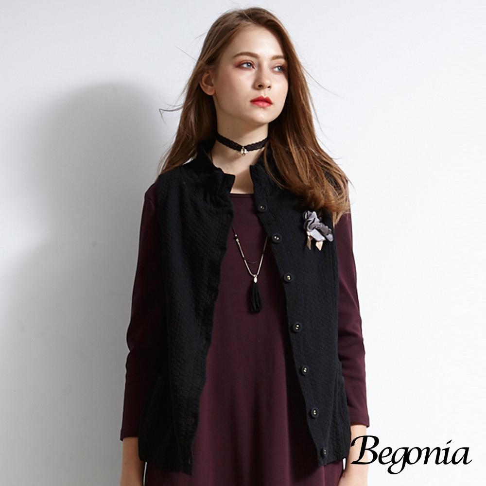 【Begonia】壓紋胸花鈕釦柔棉背心(共兩色)