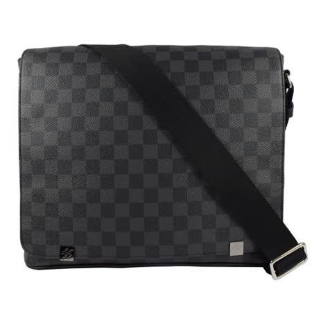 Louis Vuitton LV N41029 DISTRICT MM 黑棋盘格纹斜背包 现货