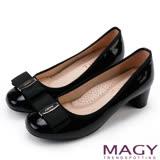 MAGY 品牌經典熱賣款 LOGO飾釦蝴蝶結低跟鞋-黑色