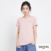 SOMETHING 簡約刺繡圓領短袖T恤-女-粉紅色