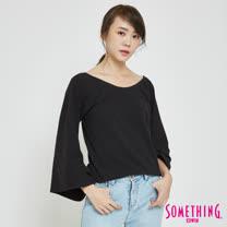SOMETHING 大U領喇叭袖T恤-女-黑色