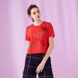 ICHE 衣哲 時尚造型字母刺繡短版設計上衣(兩色) -紅