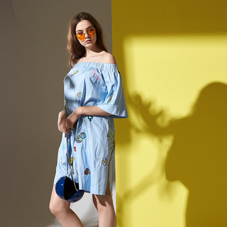 ICHE 衣哲 微性感刺繡圖騰印花ㄧ字領版上衣洋裝-兩穿-藍