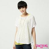 SOMETHING 玫瑰燒花剪接T恤-女-白色