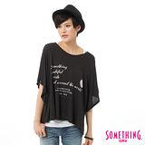 SOMETHING 網路限定 印花寬版T恤-女-黑色