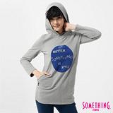 SOMETHING 植絨印花連帽長版T恤-女-淺灰色