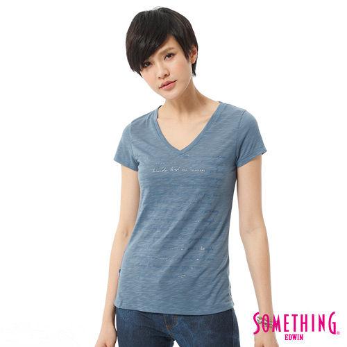 SOMETHING 大版英文膠印V領T恤-女-藍色