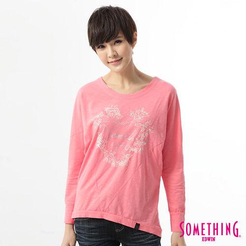SOMETHING 休閒玫瑰繡花T恤-女-珊瑚紅