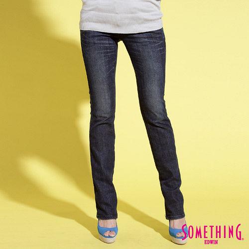 SOMETHING 後袋斜剪接直筒牛仔褲-女-拔洗藍