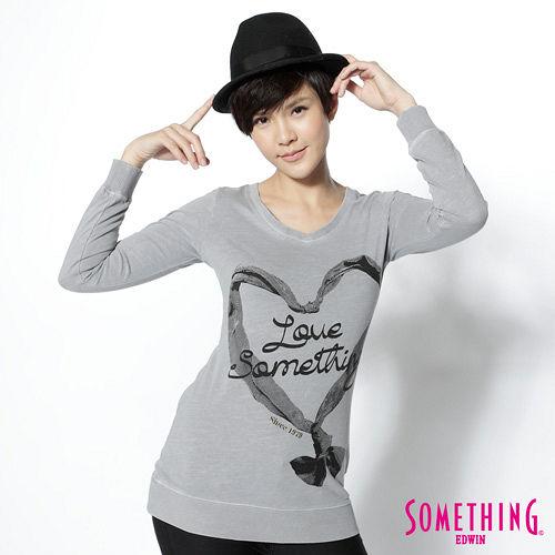 SOMETHING 愛心結印花V領薄長T恤-女-銀灰色