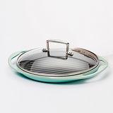 LE CREUSET 鑄鐵雙耳圓型烤盤 (加勒比海藍) + 贈品:TNS 玻璃鍋蓋 24cm