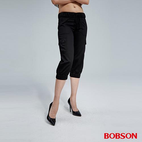 BOBSON 女款貼袋休閒七分褲(黑157-87)
