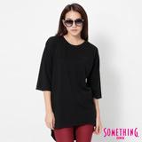 SOMETHING 寬鬆長版七分袖T恤-女-黑色