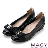 MAGY 經典新風貌 LOGO織帶蝴蝶結牛皮楔型鞋-黑色