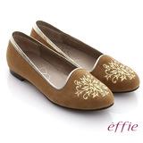 【effie】effie 舒適樂福 絨面羊皮刺繡圖紋平底鞋(茶)