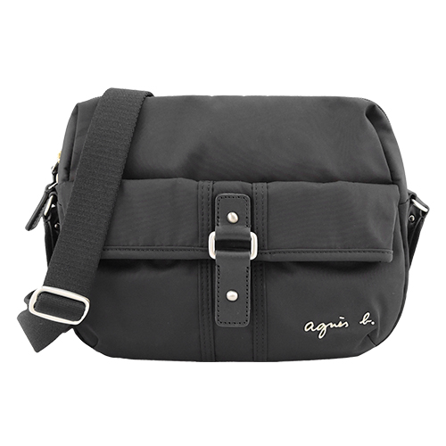 agnes b. VOYAGE 金屬LOGO前口袋皮釦造型斜背包(小/黑)