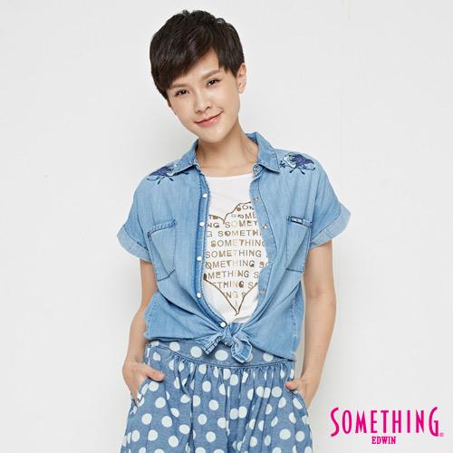 SOMETHING 玫瑰短袖牛仔襯衫-女-漂淺藍