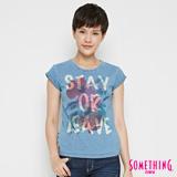 SOMETHING 相版印花針織牛仔T恤-女-漂淺藍