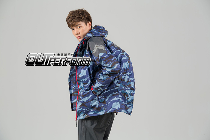 OutPerform-城市遊俠背包款兩截式風雨衣-奧德蒙戶外機能特仕-藍迷彩