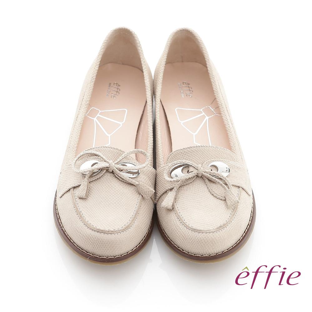 【effie】俐落職場 全真皮絨面細帶蝴蝶結飾平底鞋(米)