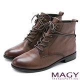 MAGY 街頭率性簡約 雙色蠟感牛皮綁帶帥氣短靴-可可