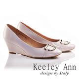 Keeley Ann亮面金屬釦飾OL全真皮軟墊微方頭楔形高跟鞋(淺粉色635113258)