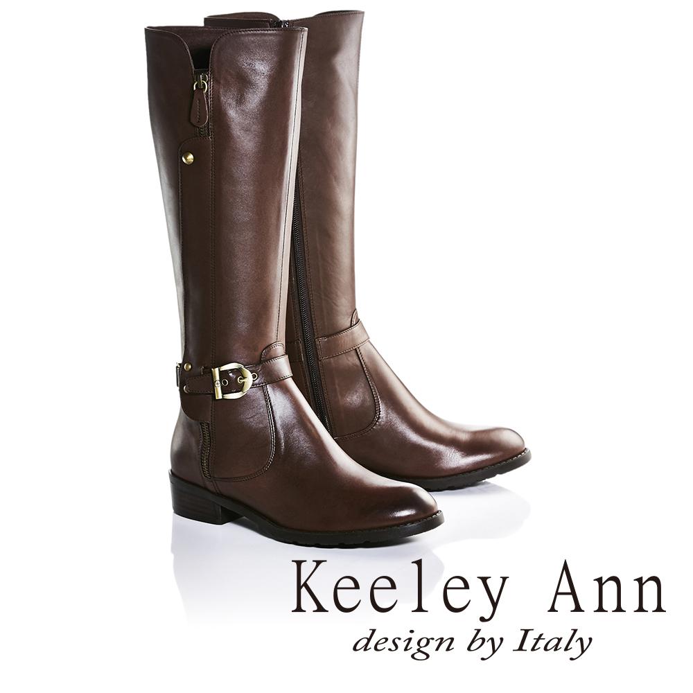 Keeley Ann獨特側拉鍊造型皮帶金屬扣飾低跟長靴(咖啡色679002170-Ann系列)