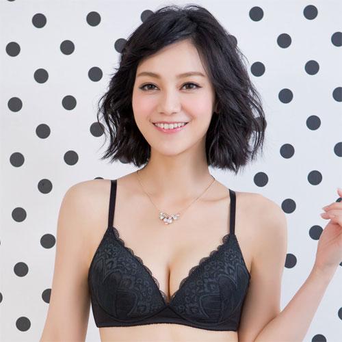 【華歌爾】浪漫蕾絲系列無鋼圈 B-C 罩杯(時尚黑)