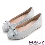 MAGY 清新氣質系女孩 織帶蝴蝶結雙皮質拼接娃娃鞋-粉藍
