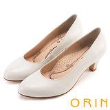 ORIN 簡約時尚OL 圓尖素面壓紋牛皮粗跟鞋-米色