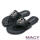 MAGY 迷人耀眼時尚風 經典M飾釦牛皮夾腳拖鞋-黑色