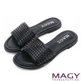 MAGY 時尚優雅 牛皮打洞簍空燙鑽平底拖鞋-黑色