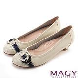 MAGY 時尚甜美風 金屬方型釦環牛皮低跟鞋-米色