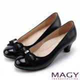 MAGY 美女系專屬 鑽飾蝴蝶結雙材質真皮中跟鞋-黑色
