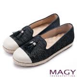 MAGY 樂活時尚 牛皮與布料拼接流蘇麻編平底便鞋-黑色