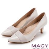 MAGY 氣質首選 素雅真皮雙材質尖頭高跟鞋-米白
