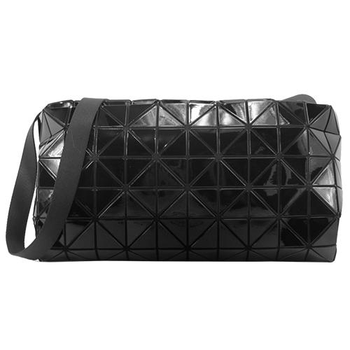 ISSEY MIYAKE 三宅一生 BAOBAO CARTON S幾何方格6X10亮面斜背包(黑)