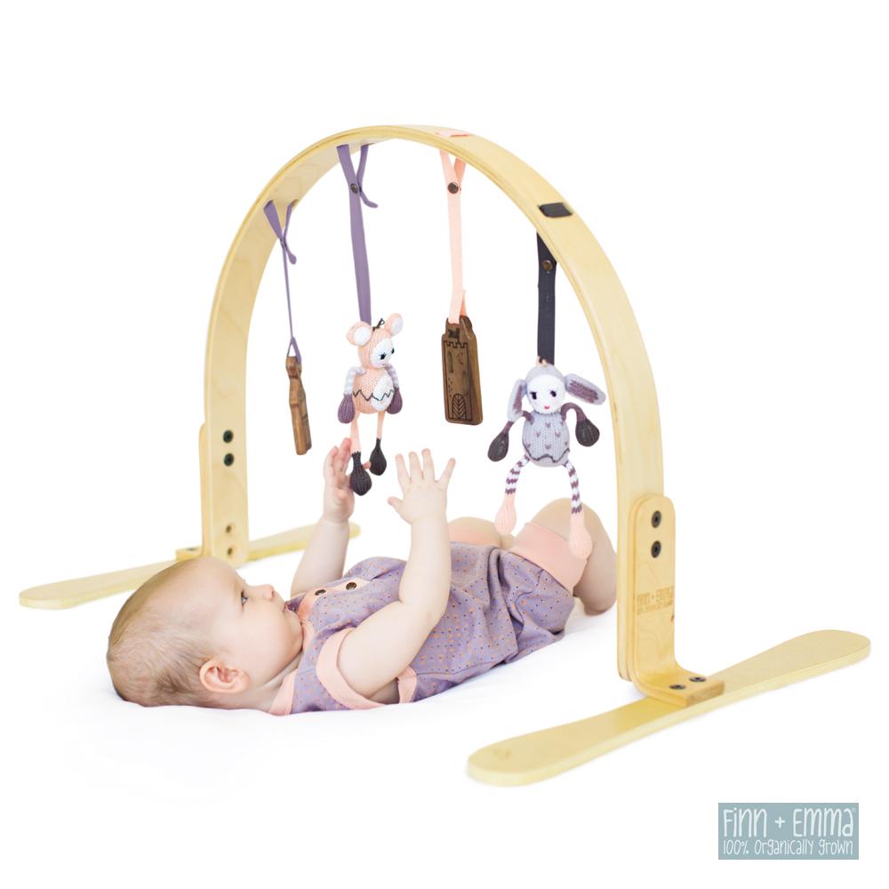 美國 FINN & EMMA 天然木質遊戲架組 (含有機棉針織玩具與原木固齒器配件)