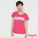SOMETHING 蕾絲花釘圓領短袖T恤-女-桃紅色