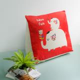 【收納職人】Zakka日系雜貨風手感棉麻織紋舒壓三角抱枕/靠枕/腿枕 (紅底大象朋友)