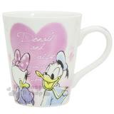 〔小禮堂〕迪士尼 唐老鴨 陶瓷馬克杯《白.紫愛心.對看.英文字樣》